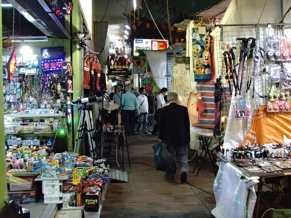 Temple Street Night Market, Places to Visit in Hong Kong