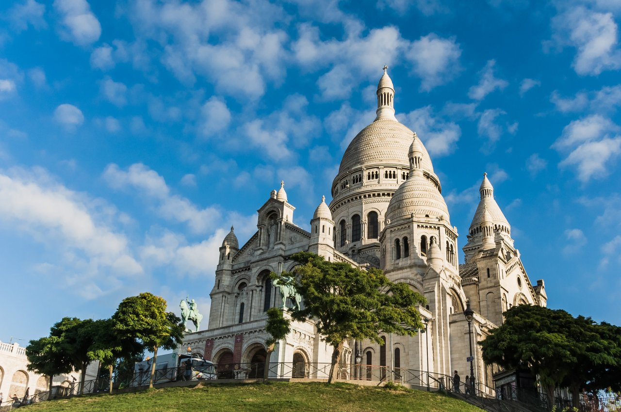 sacred heart basilica of montmartre places to visit in paris
