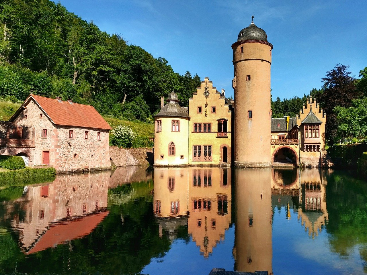 Mespelbrunn Castle, Castles in Germany