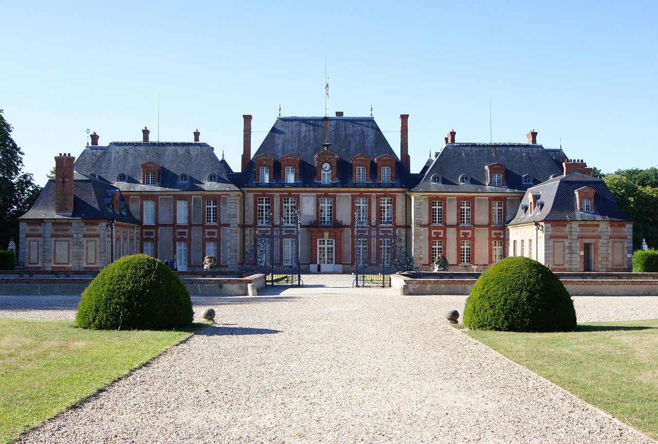Breteuil, Castles in France