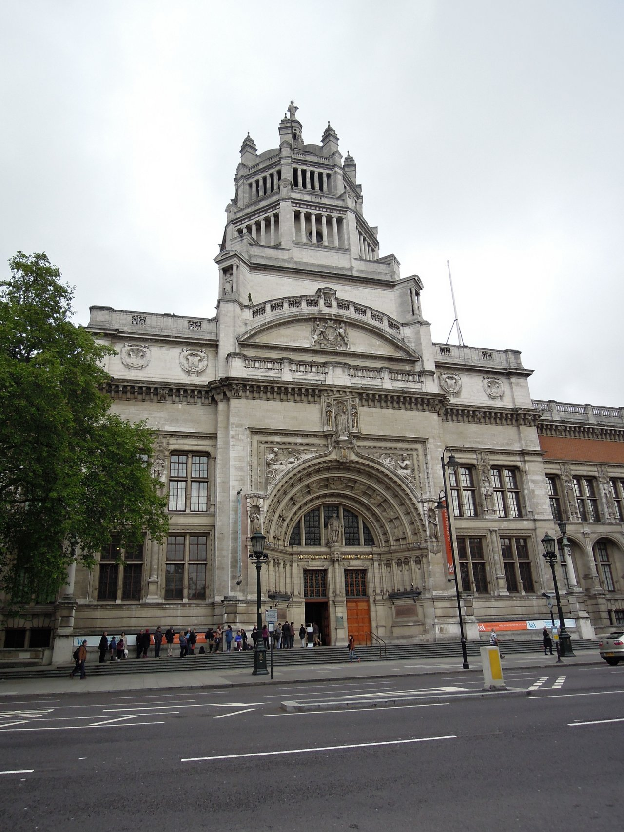 Victoria and Albert Museum, Places to visit in London