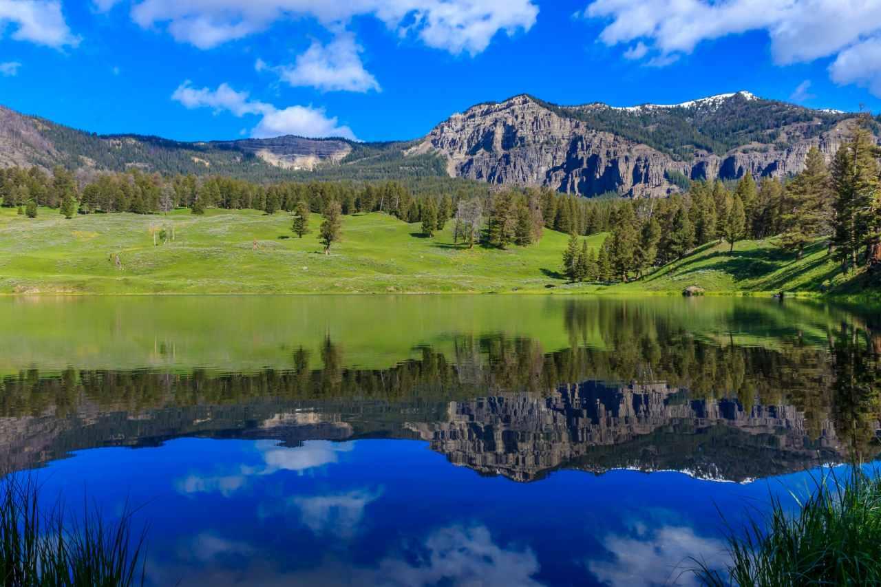 Yellowstone Lake, Yellowstone National Park,Wyoming, Montana, and Idaho, Visit in USA