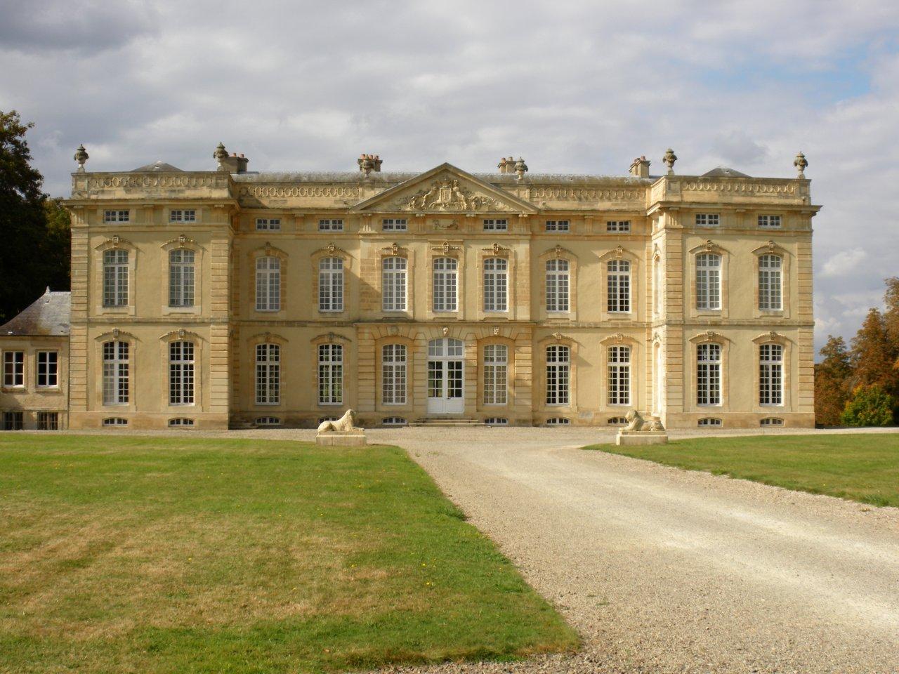 Bourg-Saint-Leonard, Castles in France