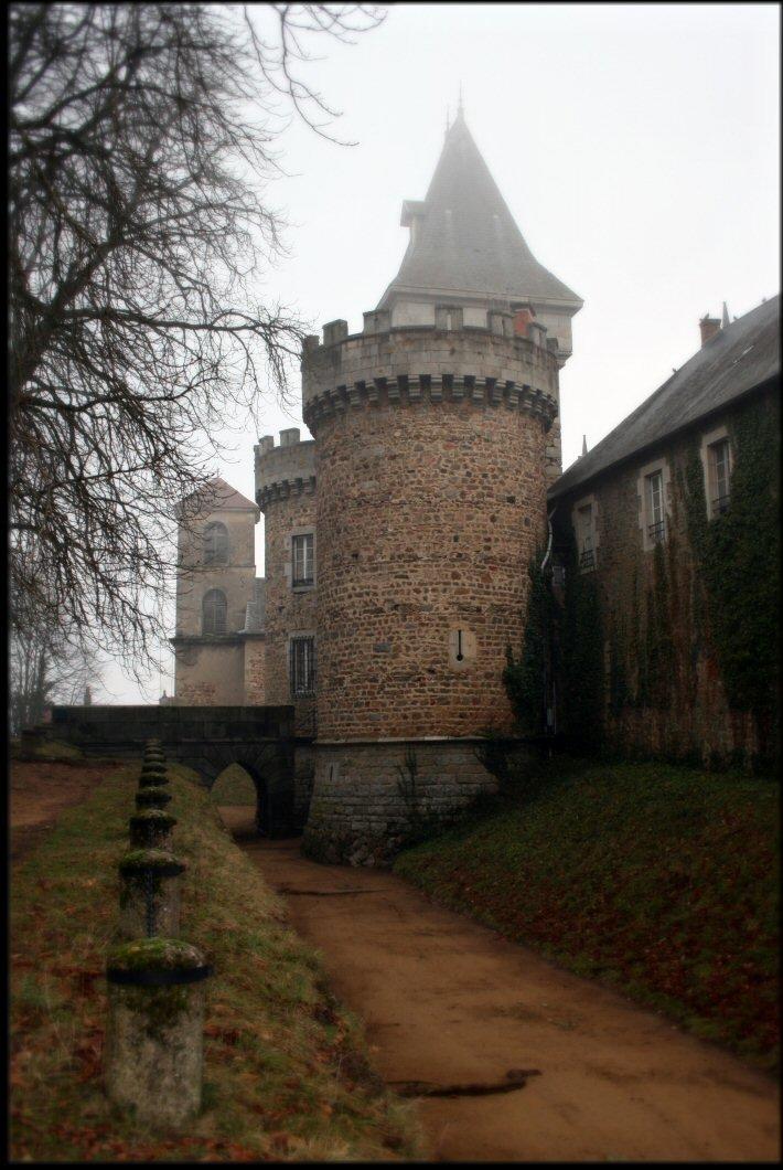 Busset, Castles in France