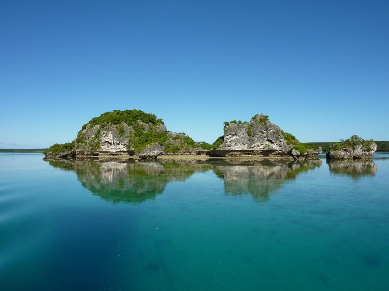 Lagoons of New Caledonia, Reef Diversity and Associated Ecosystems, Unesco France